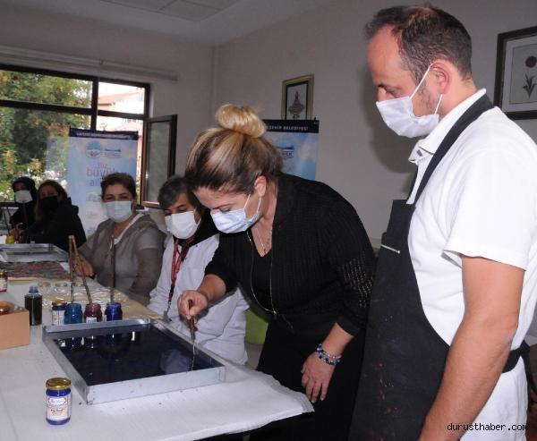 2021/09/pandemi-servisinde-gorev-yapan-saglik-calisanlari-ebru-yaparak-stres-atiyor-508a33dcff96-3.jpg