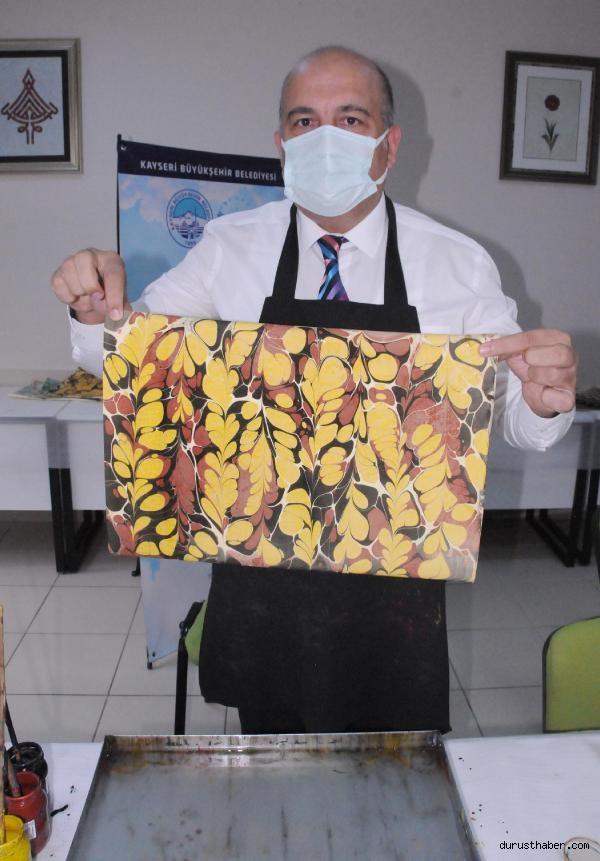 2021/09/pandemi-servisinde-gorev-yapan-saglik-calisanlari-ebru-yaparak-stres-atiyor-508a33dcff96-6.jpg