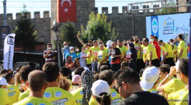 Festival tadında gerçekleşen maraton