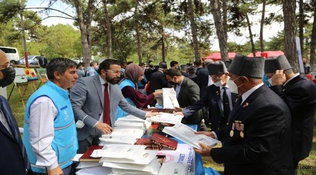 Türkiye Diyanet Vakfı gazilere Kur'an-ı Kerim hediye etti
